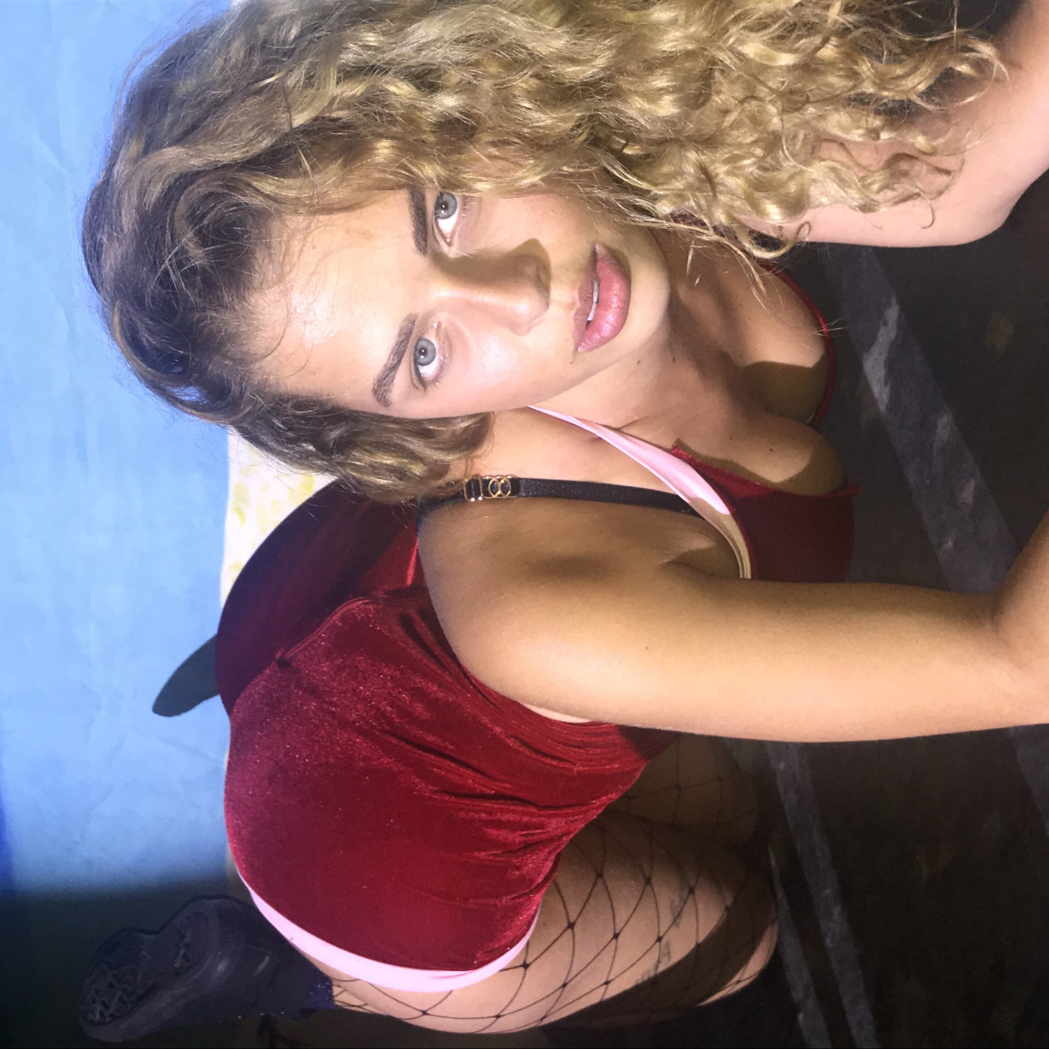 Kelly Freemantle  nackt